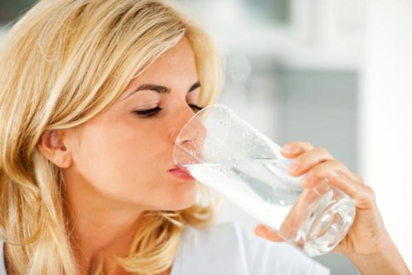 начала пить воду и похудела